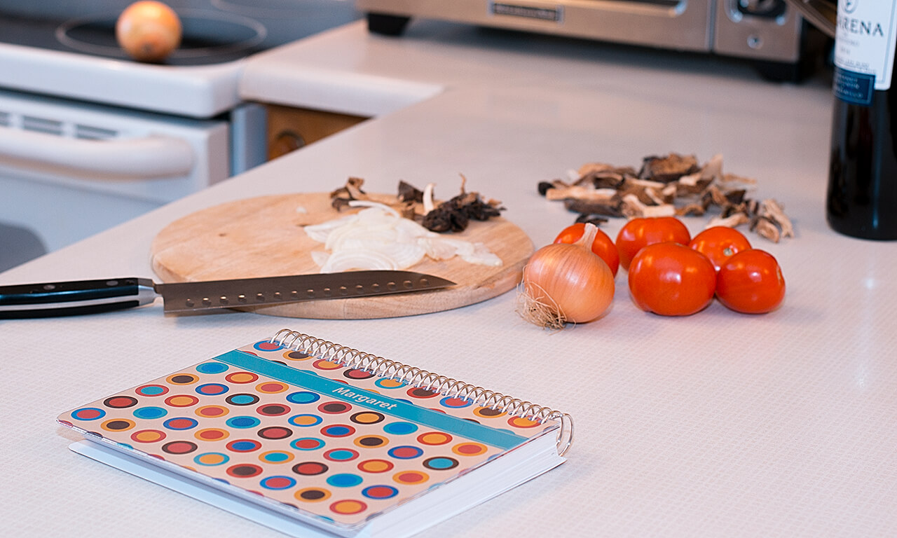 Agendio with spiral binding and dotted customizable cover in the kitchen