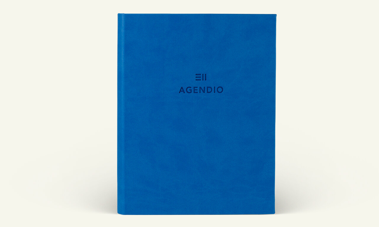 Agendio planner with a bright blue wrap cover